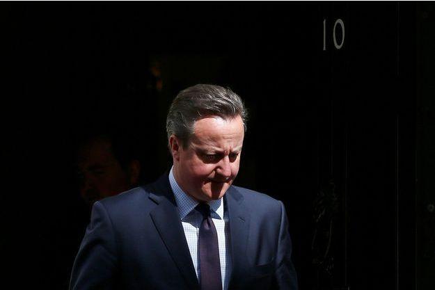David Cameron devant le 10 Downing Street.