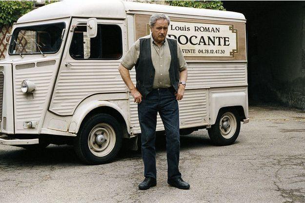 """Victor Lanoux dans """"Louis la brocante."""