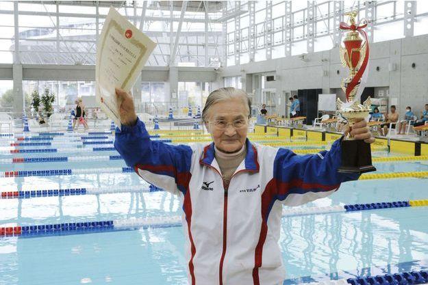 Mieko Nagaoka est devenue la première centenaire à boucler une course de 1500 mètres à la nage.