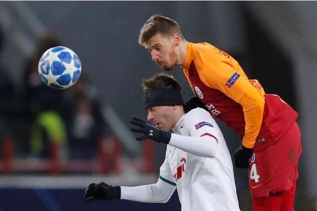 Serdar Aziz sous le maillot de Galatasaray.