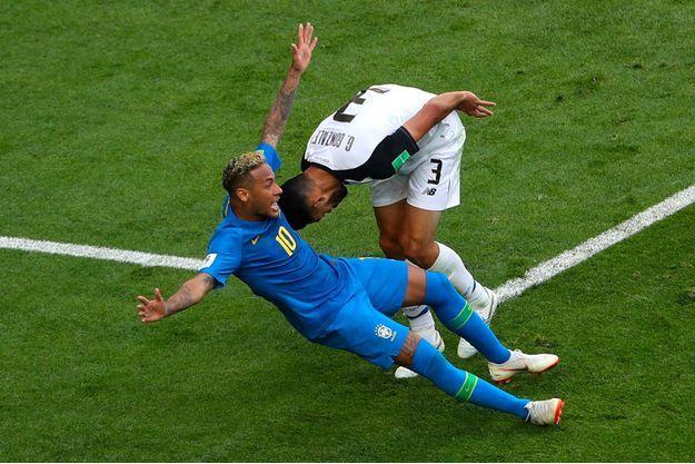 Neymar a simulé une faute lors du match contre le Costa Rica.