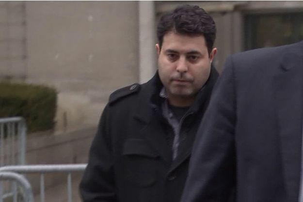 Le sergent Alberto Randazzo devant le tribunal de Brooklyn