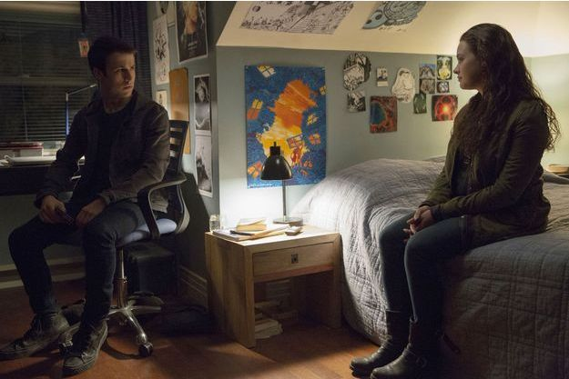 """Les acteurs Dylan Minnette et Katherine Langford dans """"13 Reasons Why""""."""