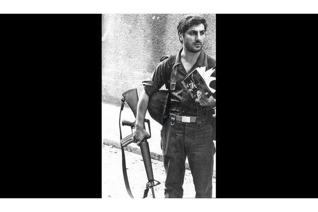 Depuis 1976, Bachir Gemayel, qui ne laisse jamais sa kalachnikov, était le commandant des Forces libanaises qui regroupent toutes les milices chrétiennes.