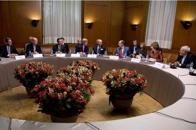 Autour de la table des négociations à Genève.