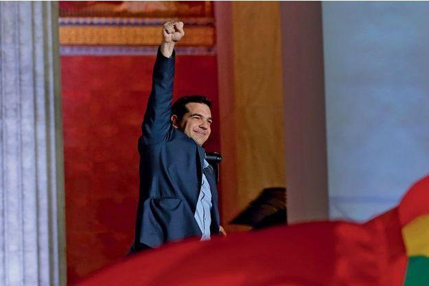 Devant l'université, pendant son discours de victoire, Alexis Tsipras a salué « un verdict des urnes clair ». « Le mandat donné par le peuple, dit-il, renvoie la troïka au passé. »
