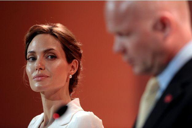 Angelina Jolie avec William Hague à Londres, ce mardi.
