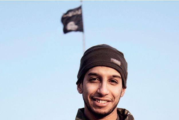 Abdelhamid Abaaoud, le cerveau présumé des attentats du 13 novembre, dans une vidéo diffusée par Daech en Syrie.
