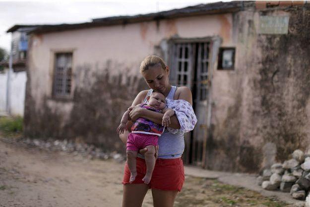 Le Zika peut entraîner des microcéphalies chez les nouveau-nés.