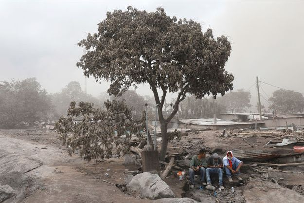 Le Guatemala compte ses morts après l'éruption du Volcan de Feu.
