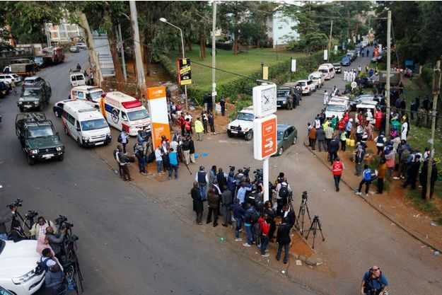 Les secours et les médias sur les lieux de l'attaque, à Nairobi.