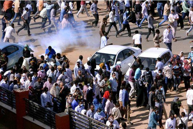 Les manifestants soudanais dispersés par les autorités.