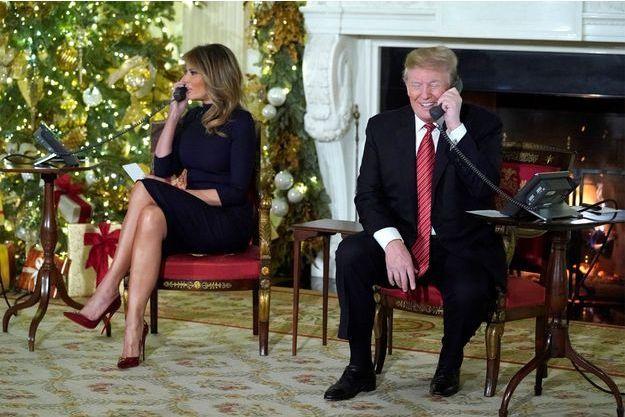 Donald et Melania Trump répondent aux enfants durant le réveillon de Noël.