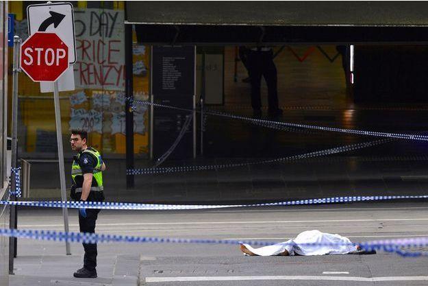 Une personne au sol à Melbourne.