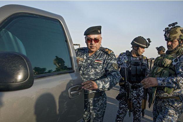 Le général Resal Gased Mahdi, sur l'autoroute qui mène à Abou Ghraib, rendu tristement célèbre par la prison qu'y avaient installée les Américains.