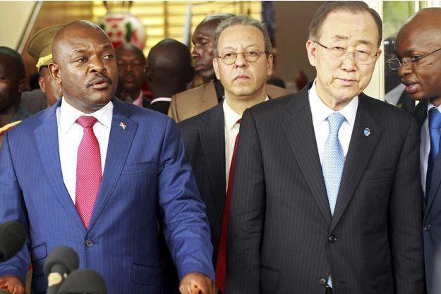 Le président burundais Pierre Nkurunziza et le secrétaire général de l'ONU Ban Ki-moon ce mardi à Bujumbura.