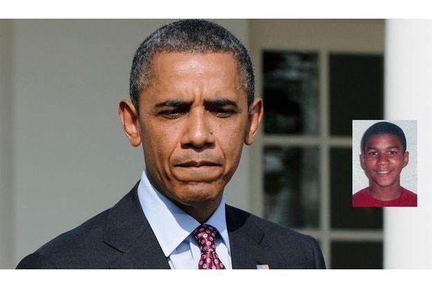 Obama, évoquant Trayvon Martin (médaillon) lors d'une conférence de presse devant la Maison blanche.