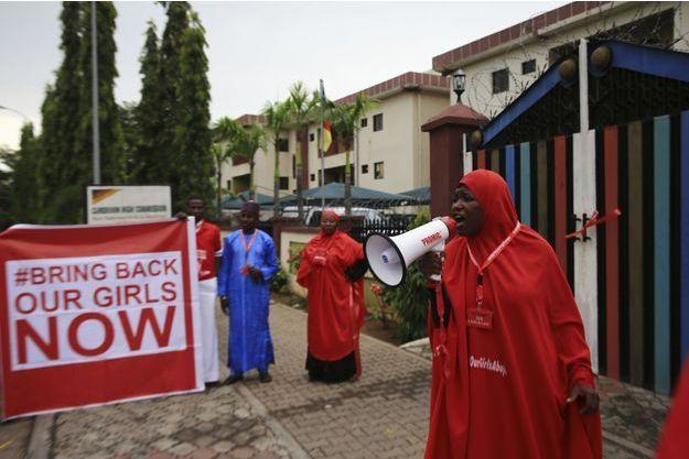 Rassemblement d'activistes qui militent pour la libération des jeunes filles enlevées par Boko Haram à Abuja, le 17 octobre dernier.