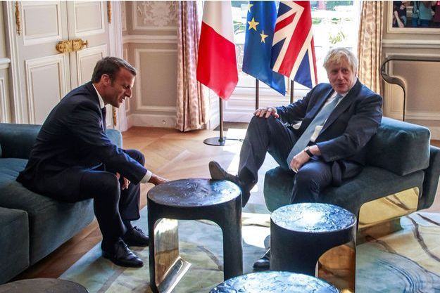 Emmanuel Macron reçoit Boris Johnson à l'Elysée, jeudi.