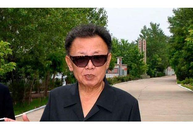 Voici l'une des dernières photos montrant Kim Jong-Il en forme, le 1er juillet, à l'Usine de matériaux semi-conducteurs de Hamhung.