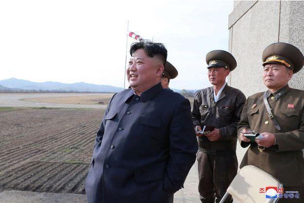 Kim Jong-un avec des militaires nord-coréens.