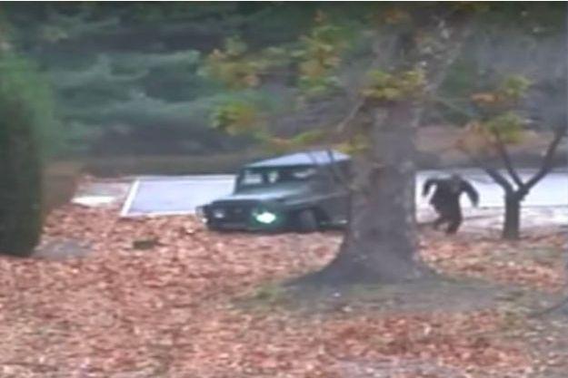 Capture d'écran de la vidéo de l'évasion d'un soldat nord-coréen.