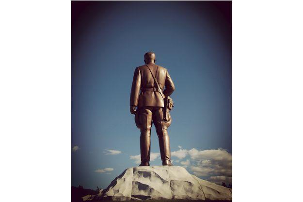 Photo interdite : ci-contre, il n'est pas permis de capter le président Kim Il-sung de dos !