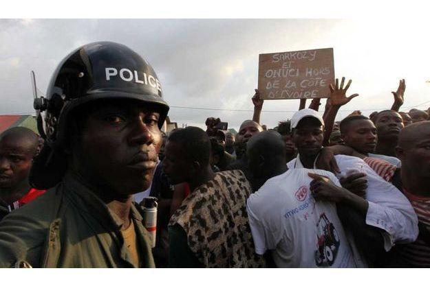 Manifestation anti-française et Onuci samedi à Abidjan.