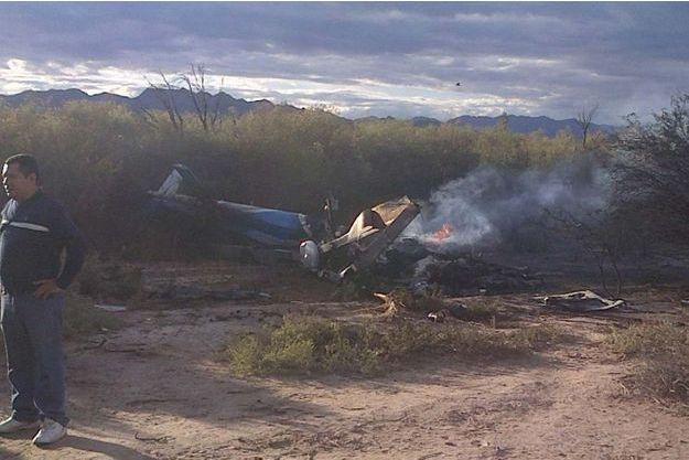 """Sur les lieux du crash, lundi : l'hélicoptère transportait une partie de la produciton de """"Dropped""""."""