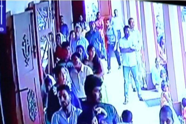 Une image de vidéo surveillance montrant l'un des suspects, à l'église Saint-Sébastien de Negombo, dimanche.