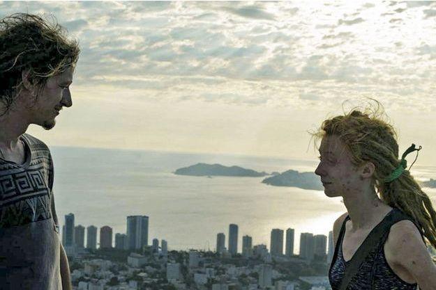 John Galton et Lily Forester sur la terrasse de leur maison, dans le quartier Vista Hermosa (« belle vue »). Elle avait posté cette photo en tête de son compte Facebook.