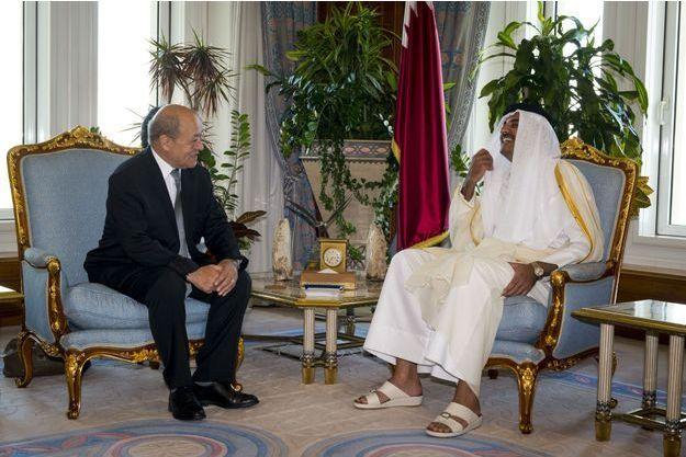 Le 20 janvier 2015 à Doha, le ministre Le Drian est reçu par l'émir Tamim bin Hamad Al-Thani dans l'intimité du Diwan, sa résidence officielle: ils préparent la signature du contrat intervenue le 4 mai.