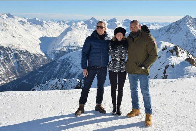 """Daniel Craig, Léa Seydoux et Dave Baptista sur les montagnes autrichiennes où est tourné """"Spectre""""."""