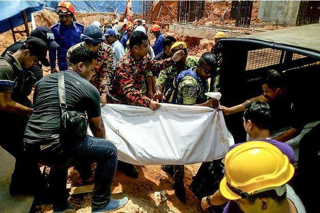 Deux ouvriers sont morts dans un éboulement le 21 octobre 2017 en Malaisie.