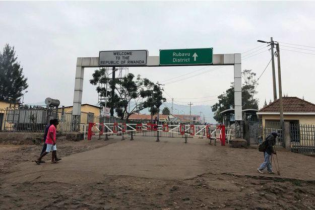 Ebola en RDC : les autorités rwandaises ont fermé la frontière, selon la présidence congolaise