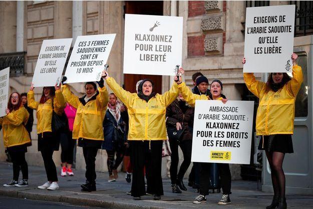 Manifestation à Paris pour réclamer la libération des 11 militantes des droits humains, le 8 mars 2019.