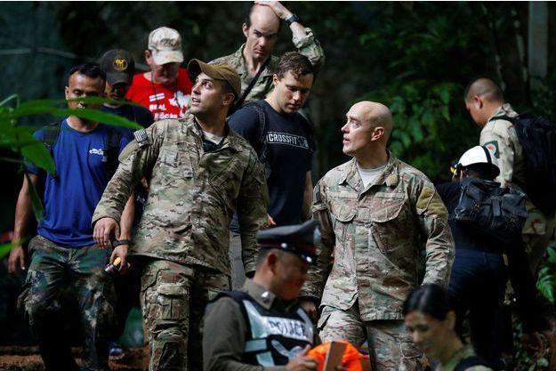 Des militaires américains participent aux recherches pour retrouver les 12 enfants et leur entraîneur de foot, dans la province de Chiang Rai.
