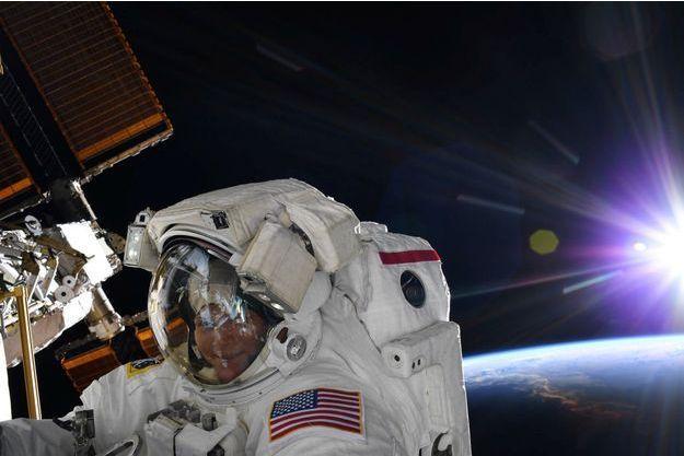 Anne McClain pourrait être la première femme à marcher sur la Lune.