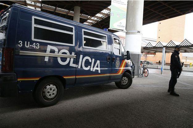 La police devant la gare de Madrid.