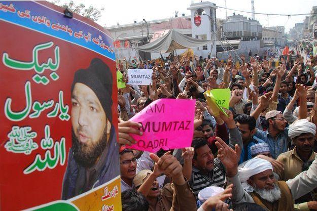 A Lahore, les soutiens de Mumtaz Qadri manifestaient ce 29 février 2016.