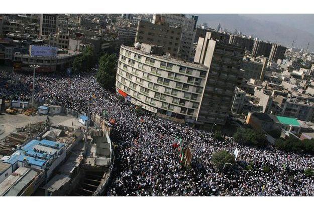Manifestation en faviuer d'Ahmadinejad mardi 16 juin 2009