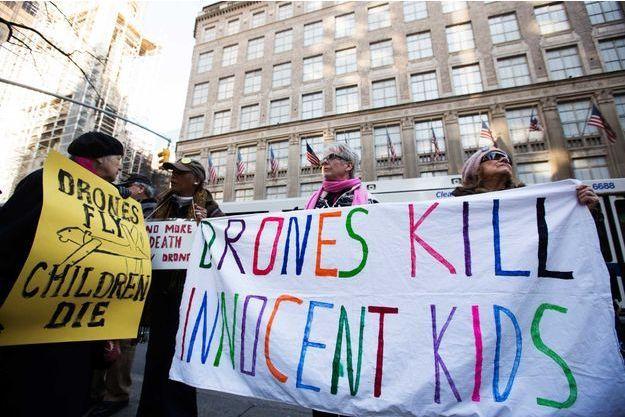 """Une manifestation du groupe """"Les grands-mères contre la guerre"""" à New York en 2013."""
