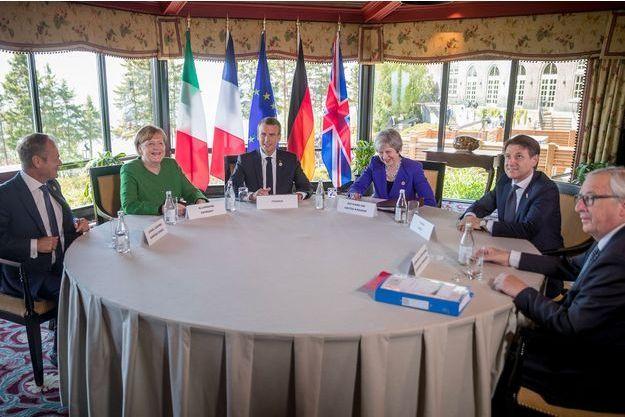Angela Merkel, Donald Tusk, Emmanuel Macron, Theresa May, Giuseppe Conte et Jean-Claude Juncker, lors d'une réunion au Canada avant de débuter le G7.