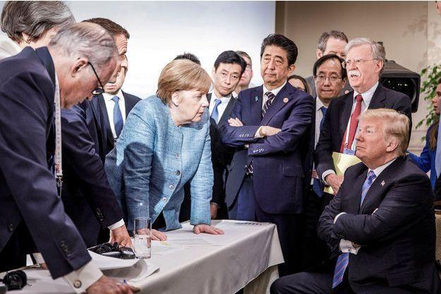 La photo, composée comme une peinture par un photographe primé par le World Press Photo, Jesco Denzel, qui est immédiatement virale sur Twitter.
