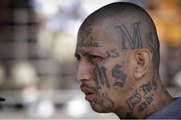 Un membre du MS-13, photographié depuis une prison du Salvador.