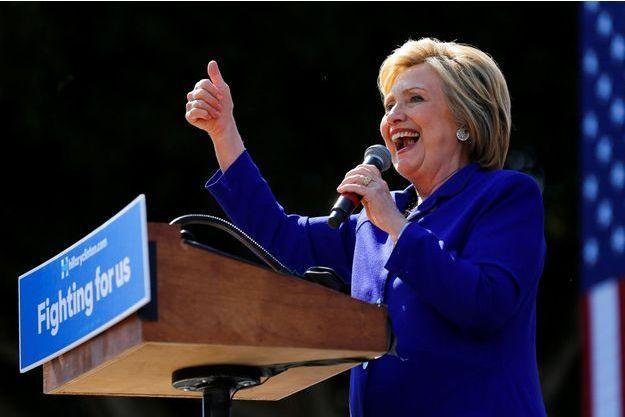Hillary Clinton à Long Beach, lundi soir.