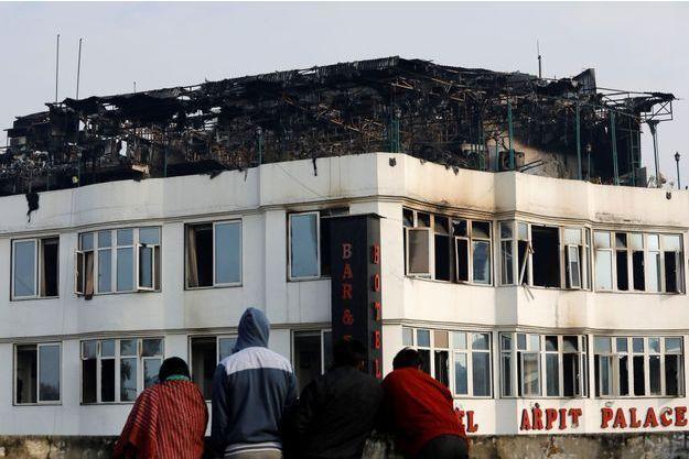 L'hôtel a brûlé mardi matin à l'aube.