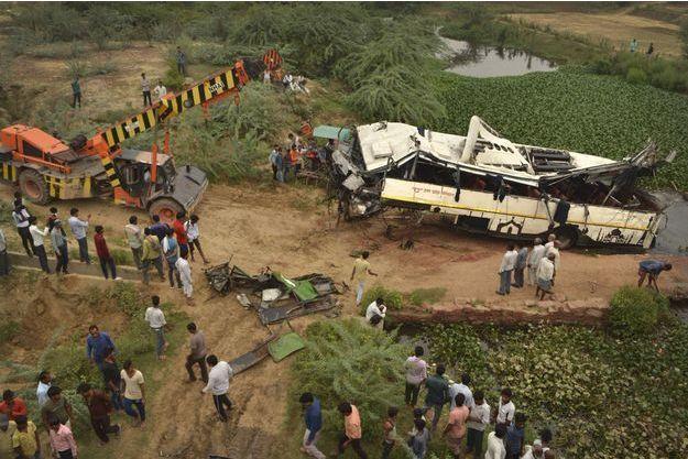 Un accident de bus fait au moins 29 morts en Inde