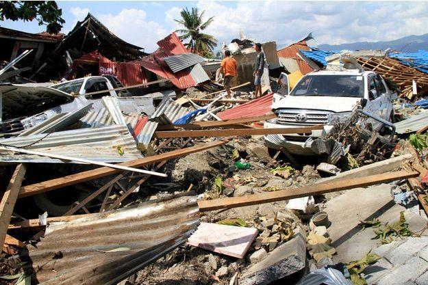 Près de 1400 personnes sont mortes en Indonésie.