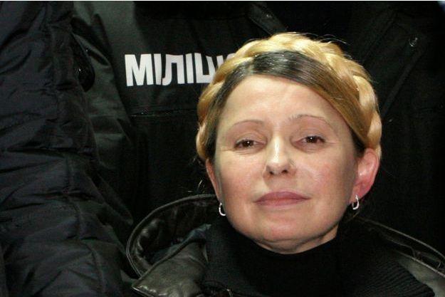 Ioulia Timochenko à sa sortie de l'hôpital pénitentiaire de Kharkiv.